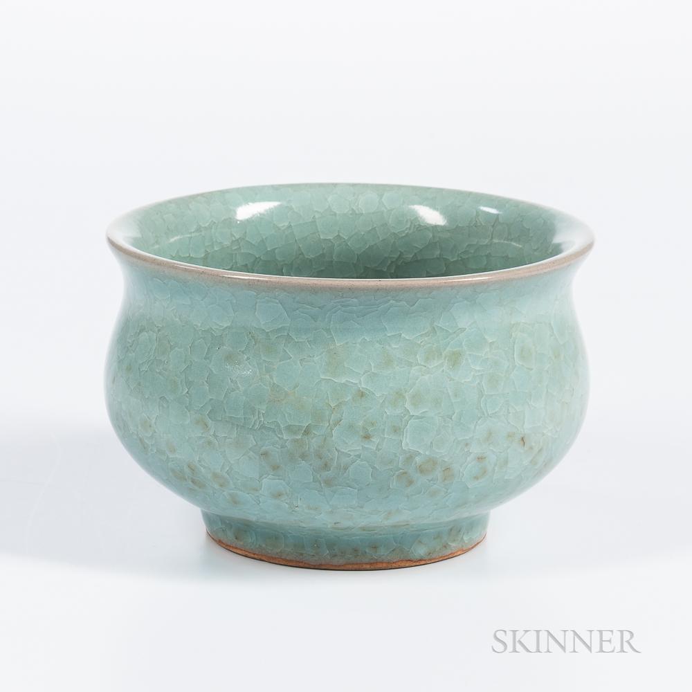 Fish-scale-glazed Celadon Bowl