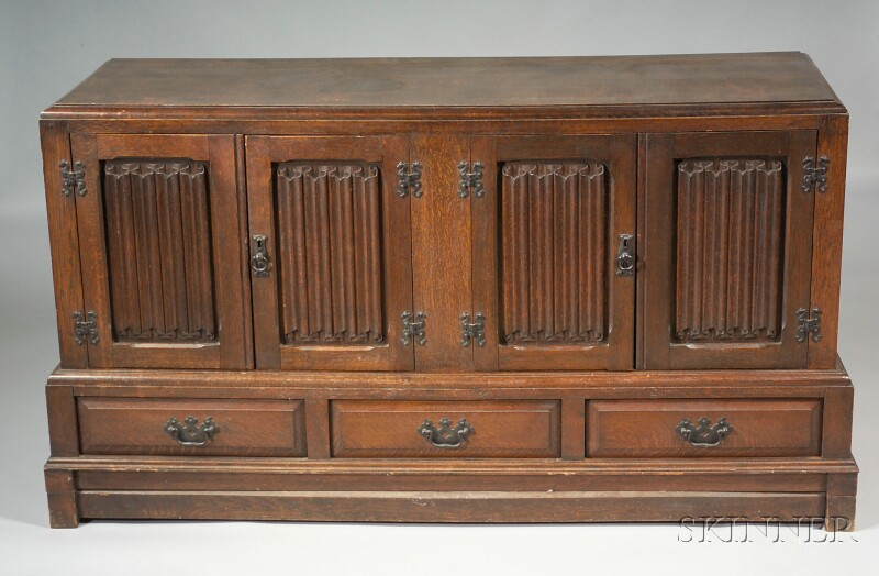 Gothic-style Oak Chest