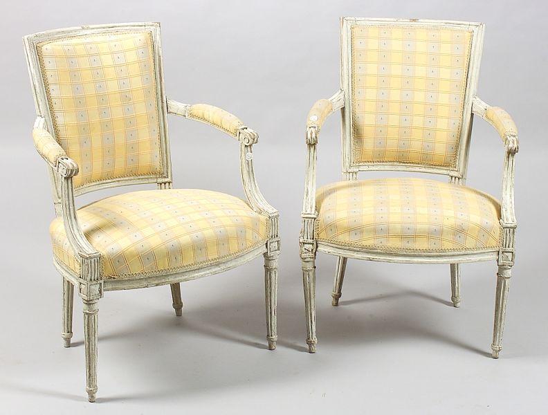 Pair of Louis XVI Style White Painted Fauteuils en Cabriolet