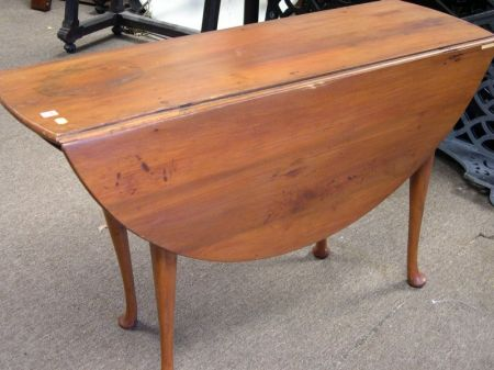 Queen Anne Cherry Drop-leaf Dining Table.