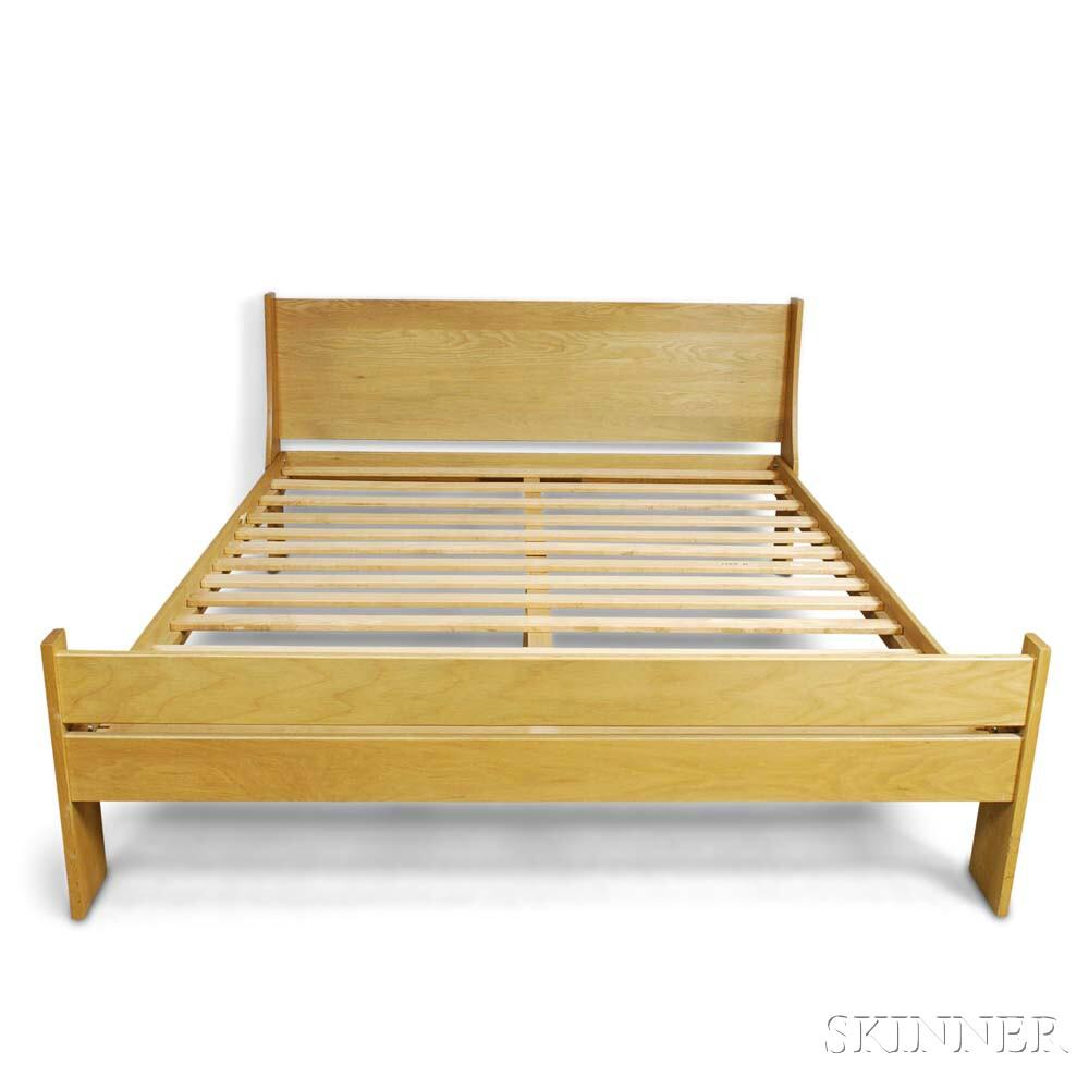 Charles Webb Oak Queen-sized Bed