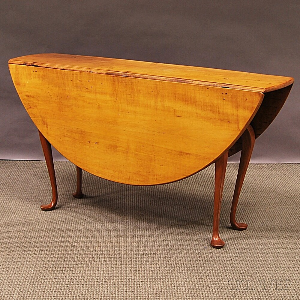 Queen Anne-style Maple Drop-leaf Table