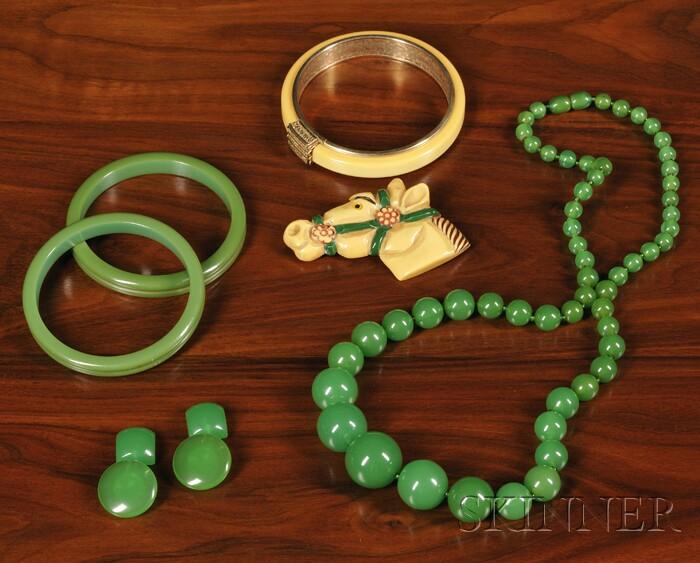 Six Pieces of Bakelite Jewelry