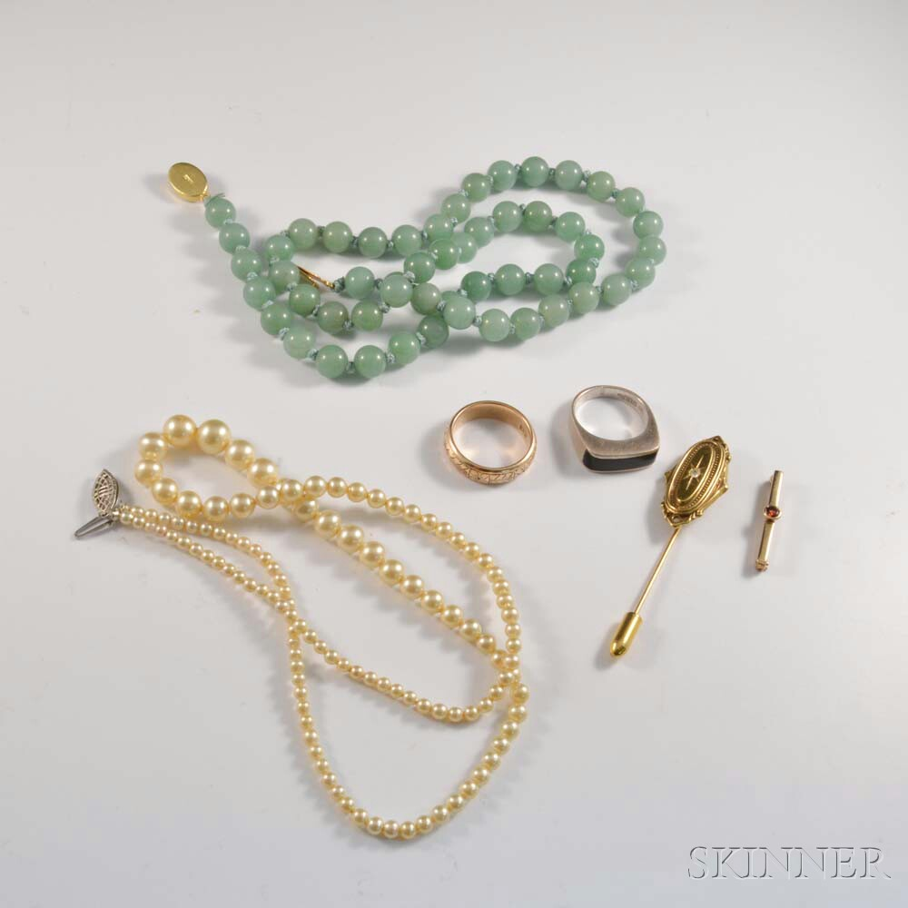 Six Pieces of Assorted Jewelry