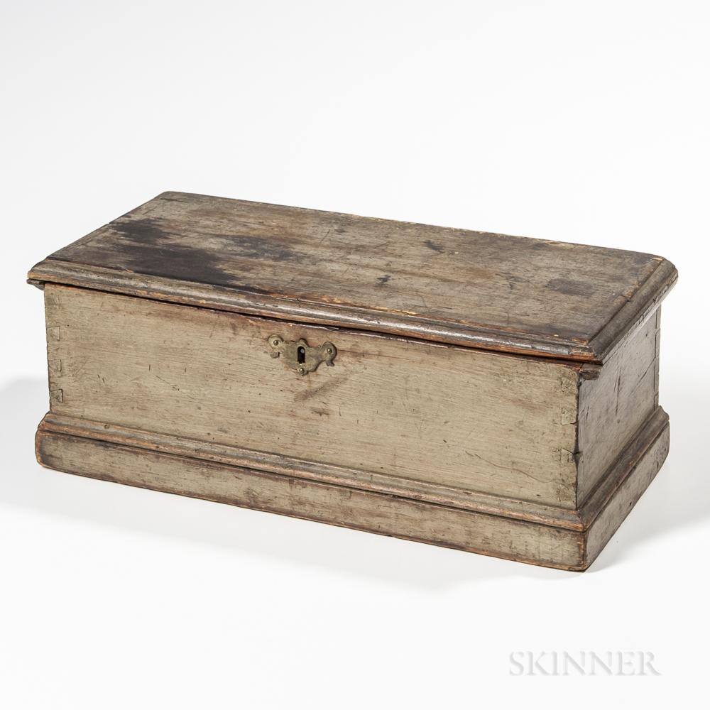 Small Gray/Green-painted Pine Six-board Box