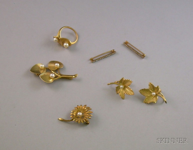 Group of 14kt Gold and Pearl Jewelry Items