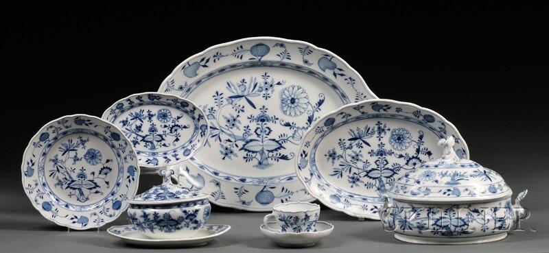 Extensive Assembled Meissen and Meissen-type Porcelain Blue Onion Pattern Dinner   Service