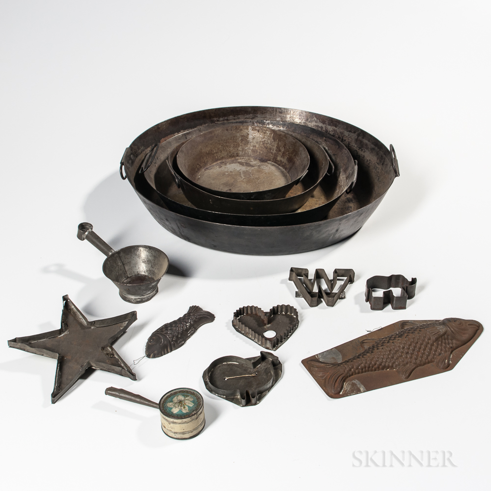 Fourteen Iron and Tin Kitchen Items