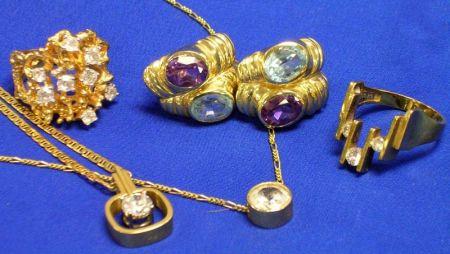 Modern Design 18kt Gold and Diamond Ring