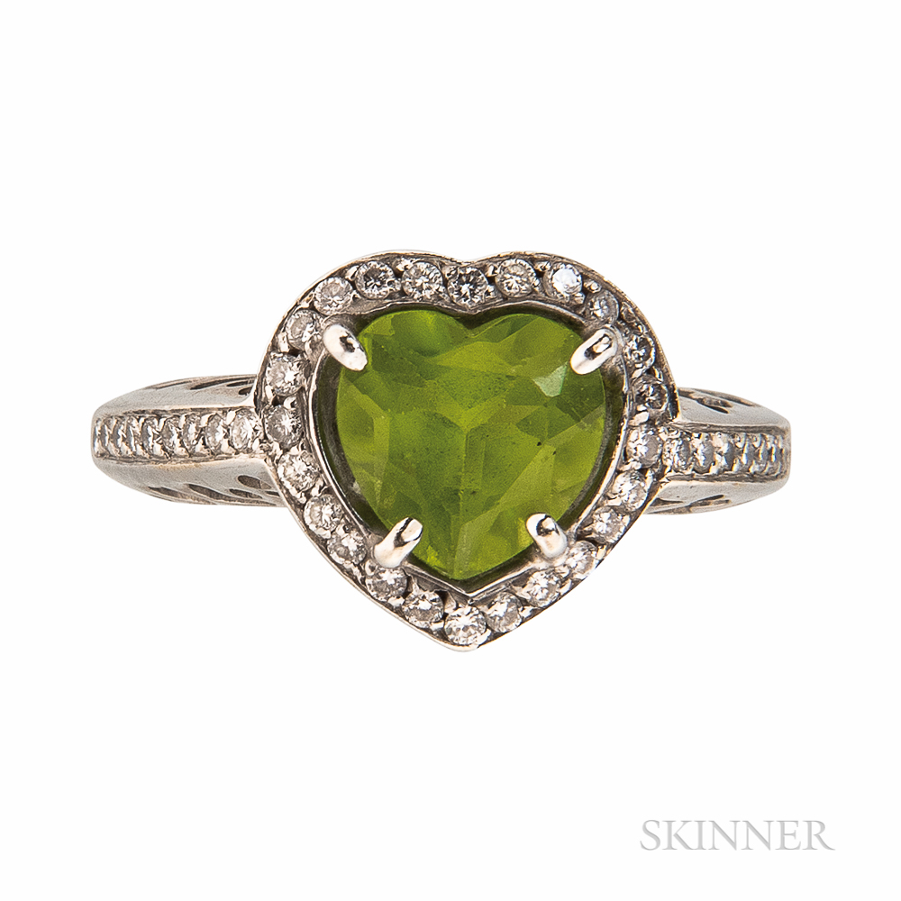 18kt White Gold and Heart-shaped Peridot Ring