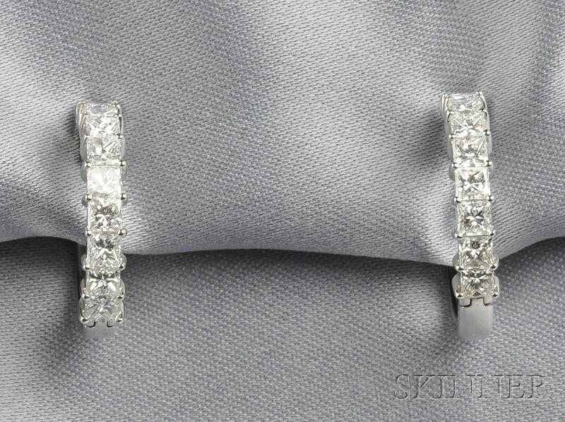 18kt White Gold and Diamond Earpendants