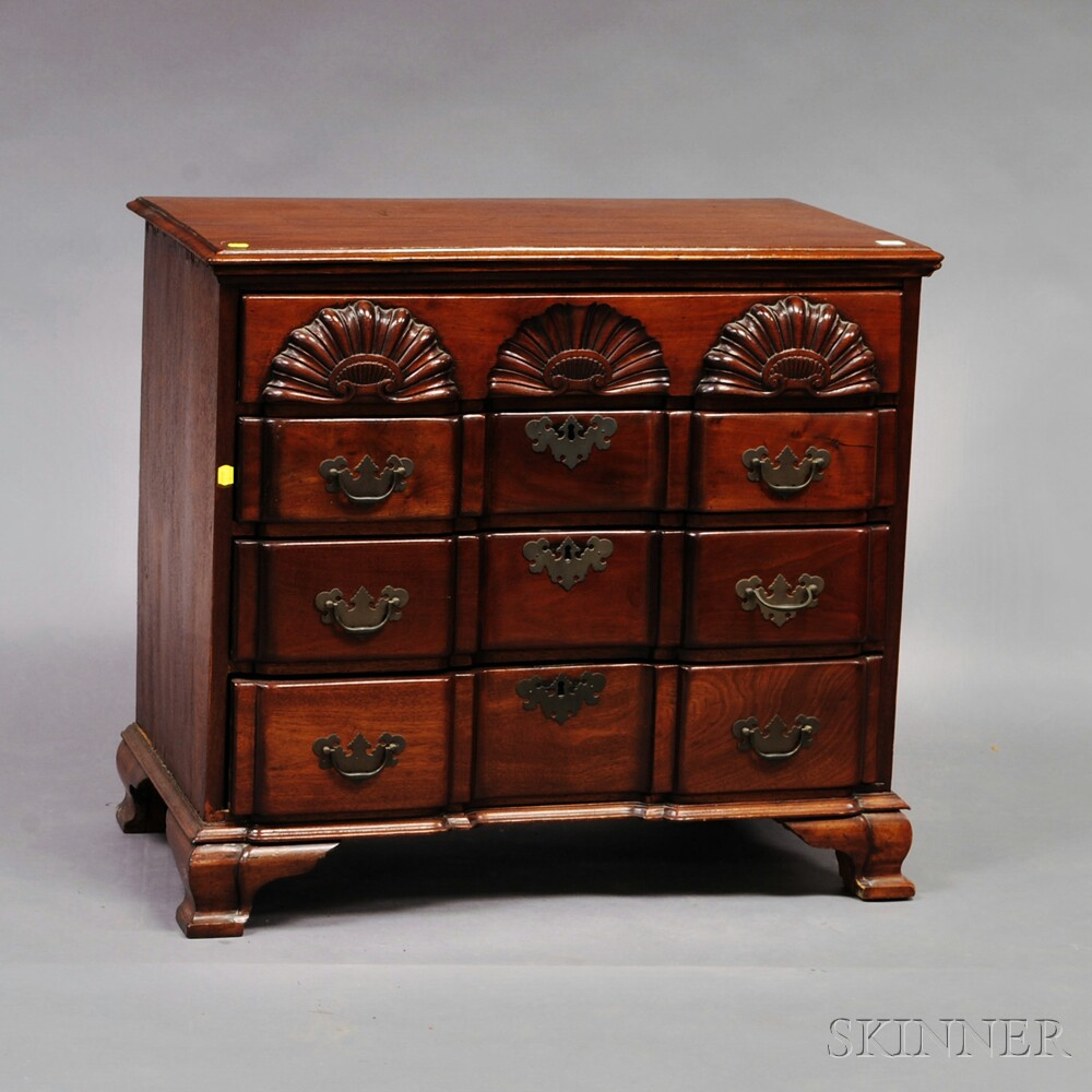 Chippendale-style Mahogany Shell-carved Block-front Chest of Drawers