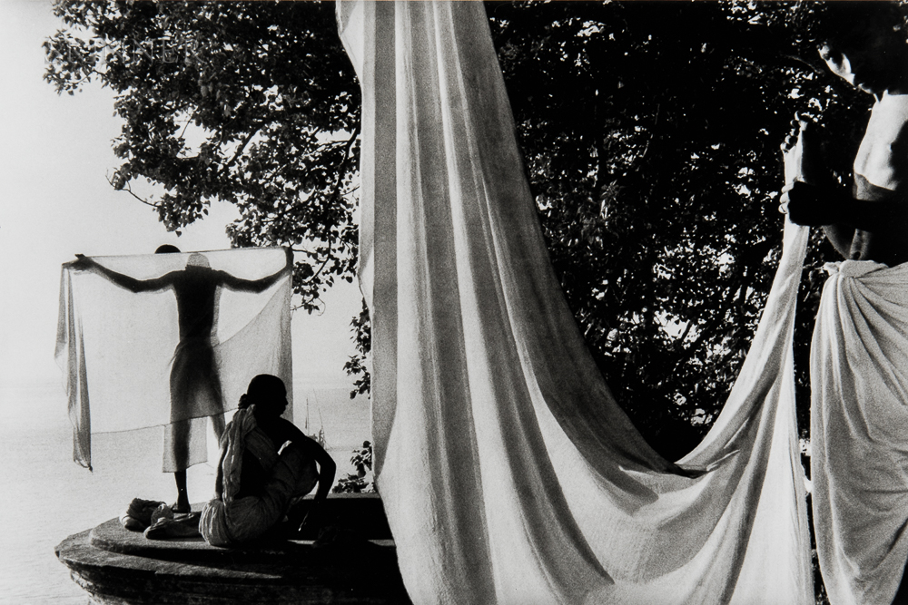 Marc Riboud (French, 1923-2016)      After Bathing in the Ganges, Uttar Pradesh, Benares, India