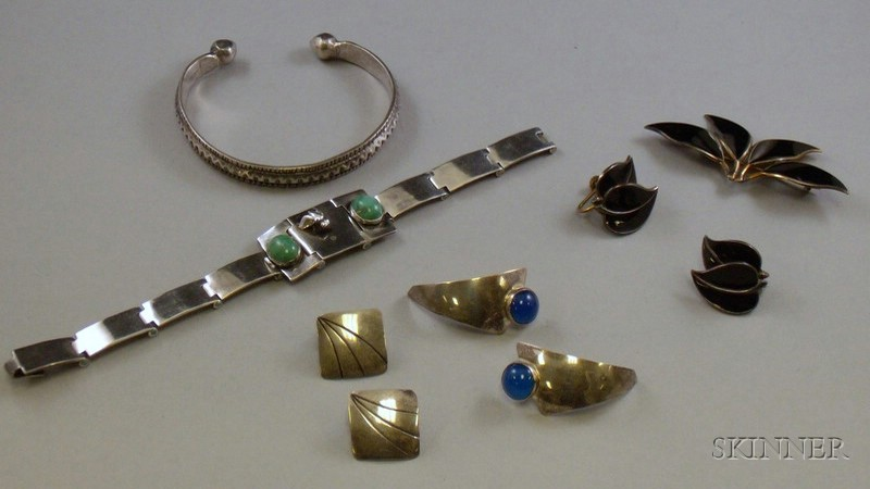 Willy Winnaess for David-Andersen Gilt Sterling Silver and Black Enamel Brooch and Earrings Suite