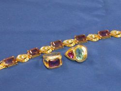 Three Gold and Amethyst Jewelry Articles.
