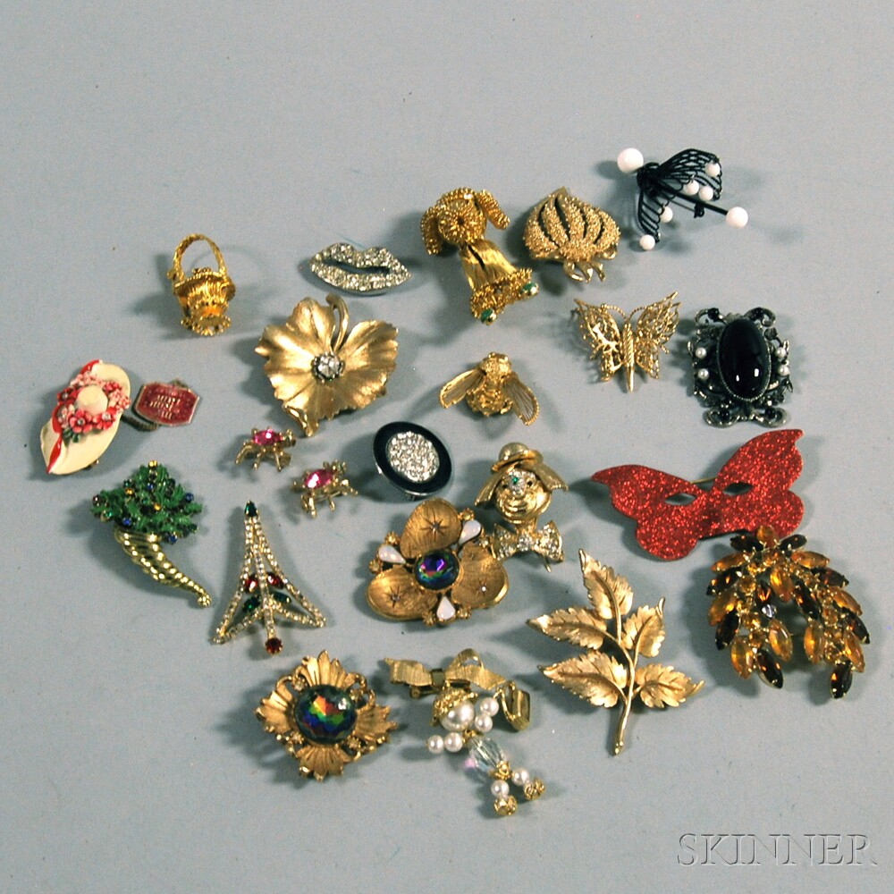 Small Group of Costume Jewelry BroochesSmall Group of Costume Jewelry Brooches