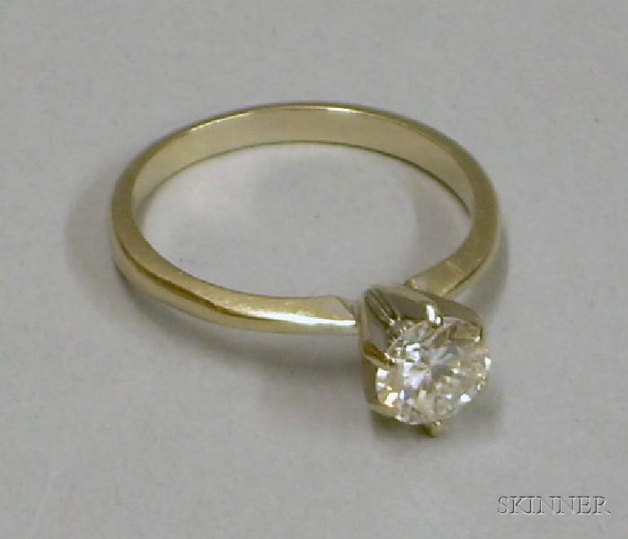 14kt White Gold Diamond Solitaire, approx. 0.90 cts, size 7.