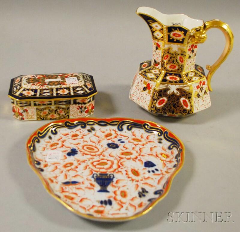 Three Pieces of Imari-palette Porcelain