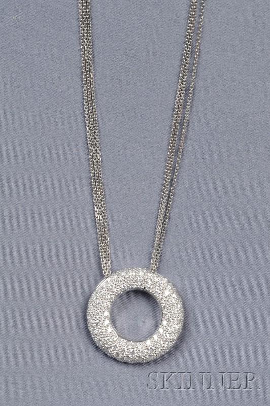 18kt White Gold and Diamond Circle Pendant
