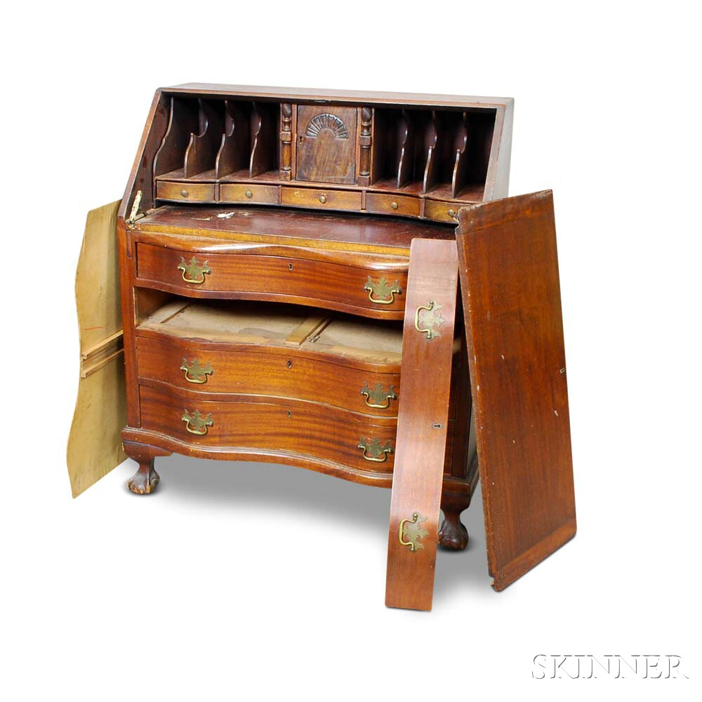 Chippendale-style Mahogany Serpentine Slant-lid Desk