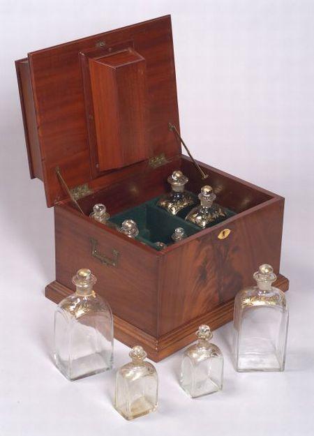 English Regency-style Mahogany Cordial Box