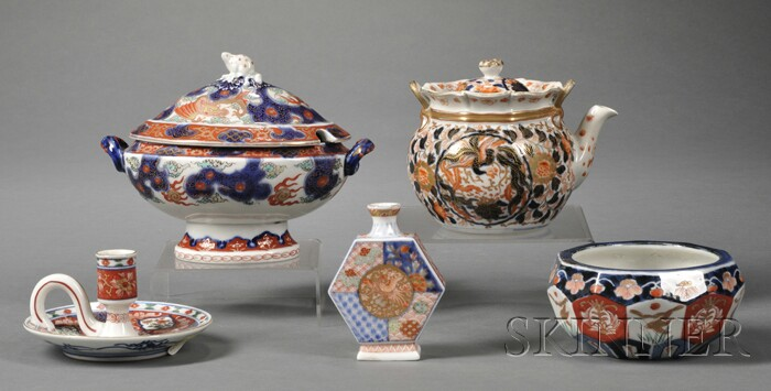 Five Pieces of Imari Porcelain Tableware