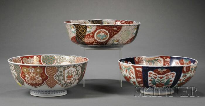 Three Imari Porcelain Fruit Bowls