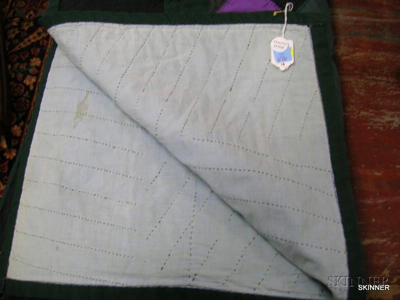 Amish Pieced Cotton Geometric Pattern Quilt.      Estimate $200-400