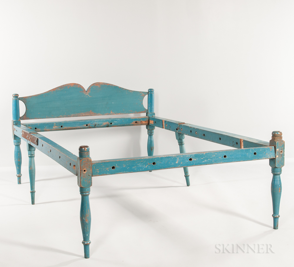 Blue-painted Press Bed