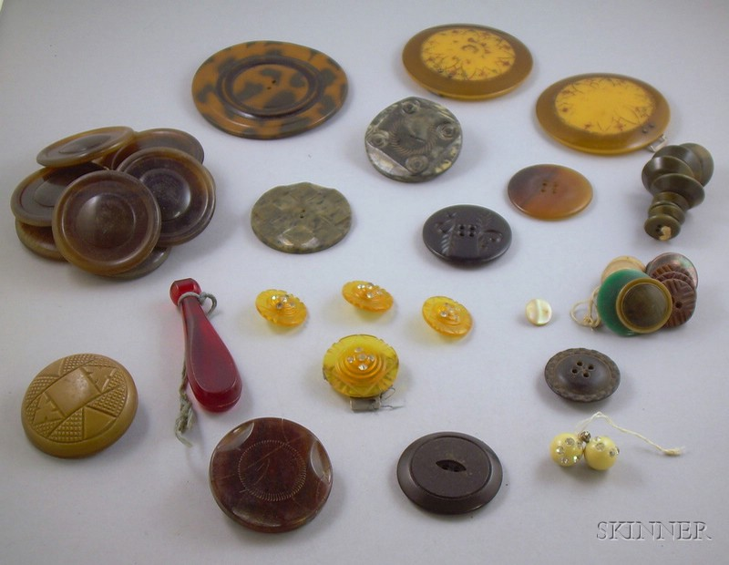 Small Group of Bakelite, Plastic, and Other Vintage Buttons.