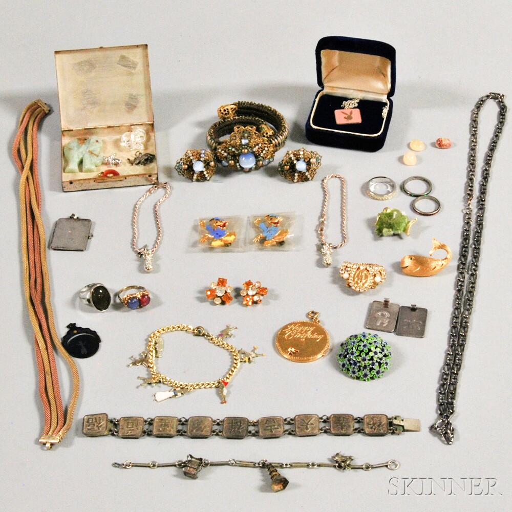 Group of Costume JewelryGroup of Costume Jewelry