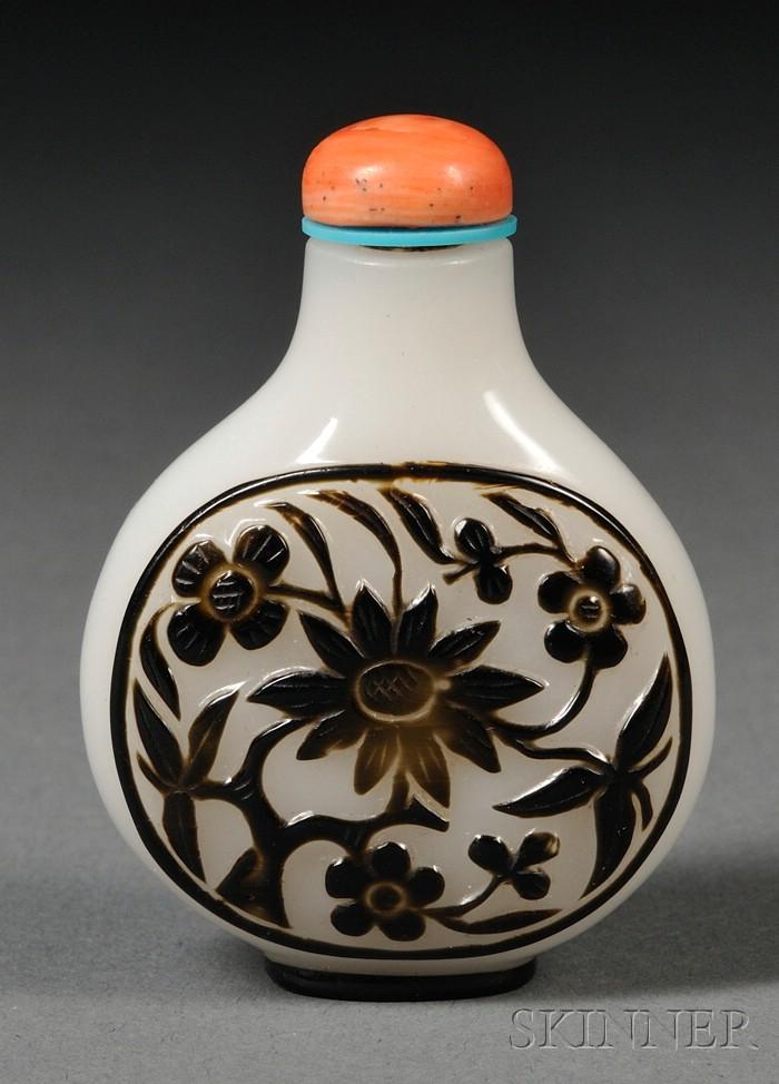 Overlay Glass Snuff Bottle