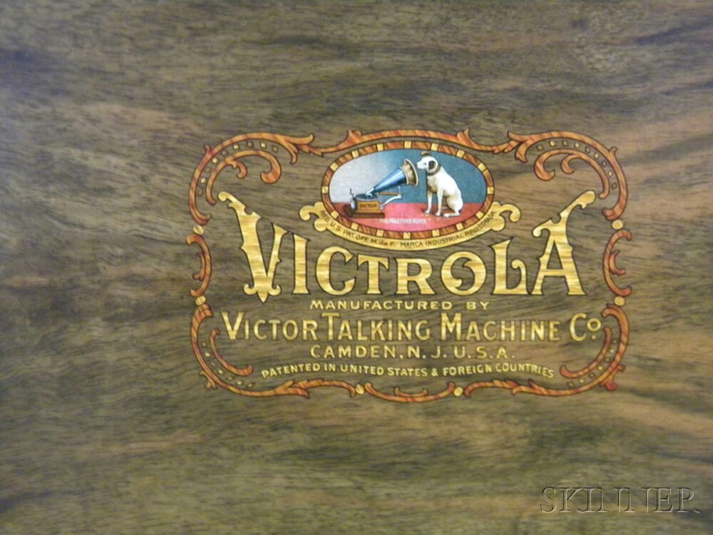 Burl Walnut Victor Victrola VV-XVI with Classical Records
