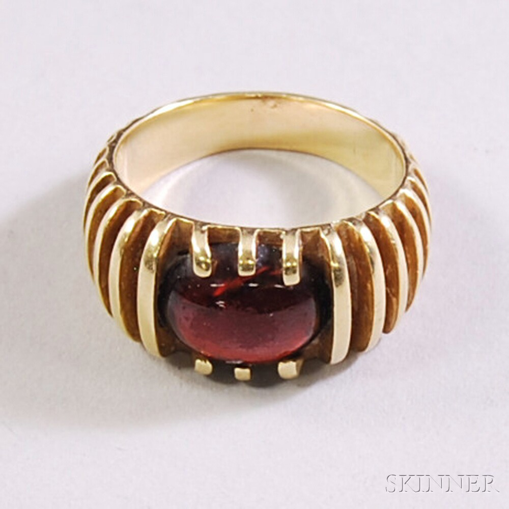 Ribbed 14kt Gold and Cabochon Garnet Ring