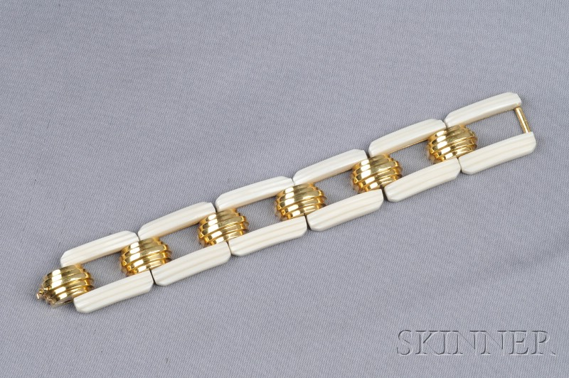 18kt Gold and White Coral Bracelet