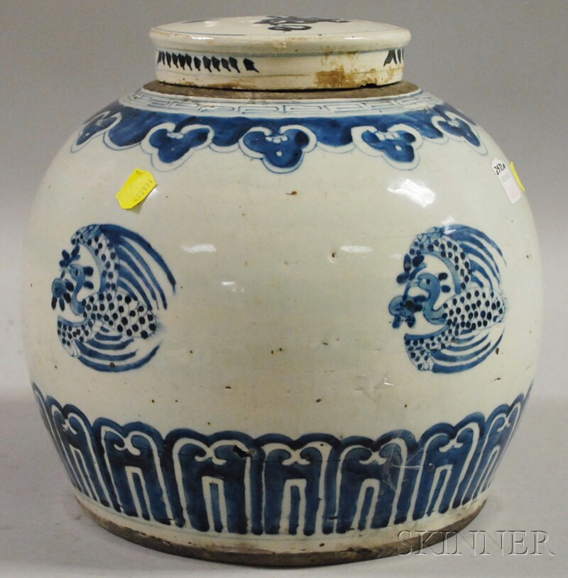 Large Chinese Blue and White Decorated Porcelain Ginger Jar with Cover