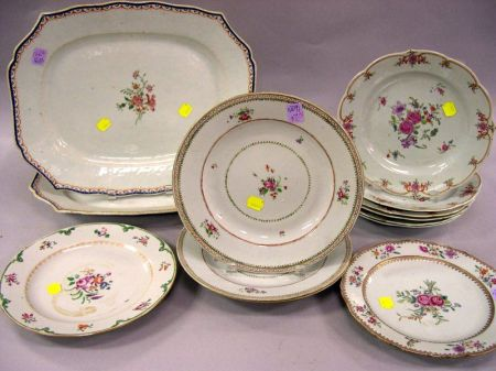 Thirteen Pieces of Chinese Export Porcelain Tableware
