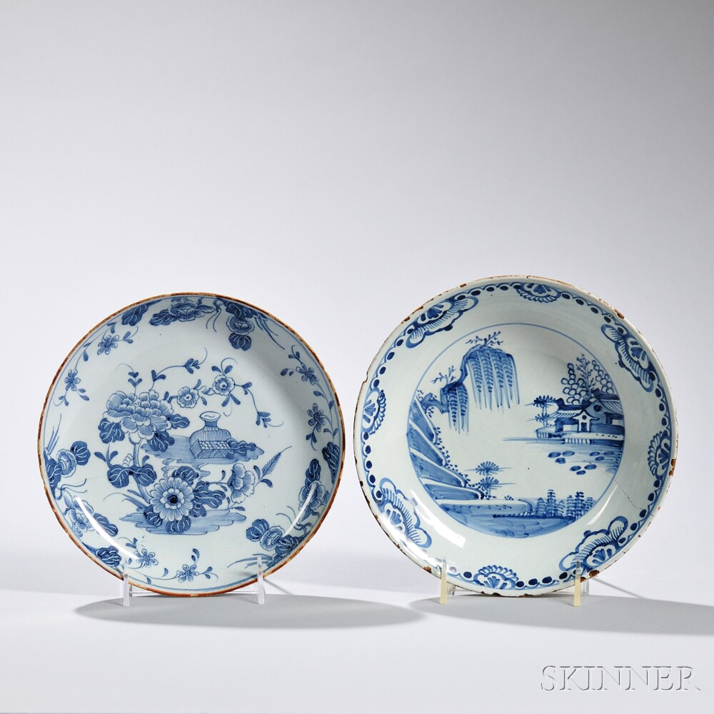 Two Tin-glazed Earthenware Chinoiserie-decorated Saucer Dishes