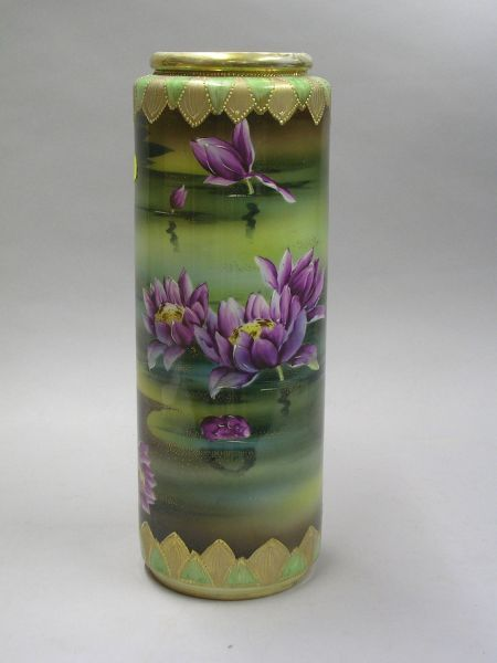 Japanese Gilt and Hand-painted Water Lily Decorated Cylindrical Porcelain Vase.