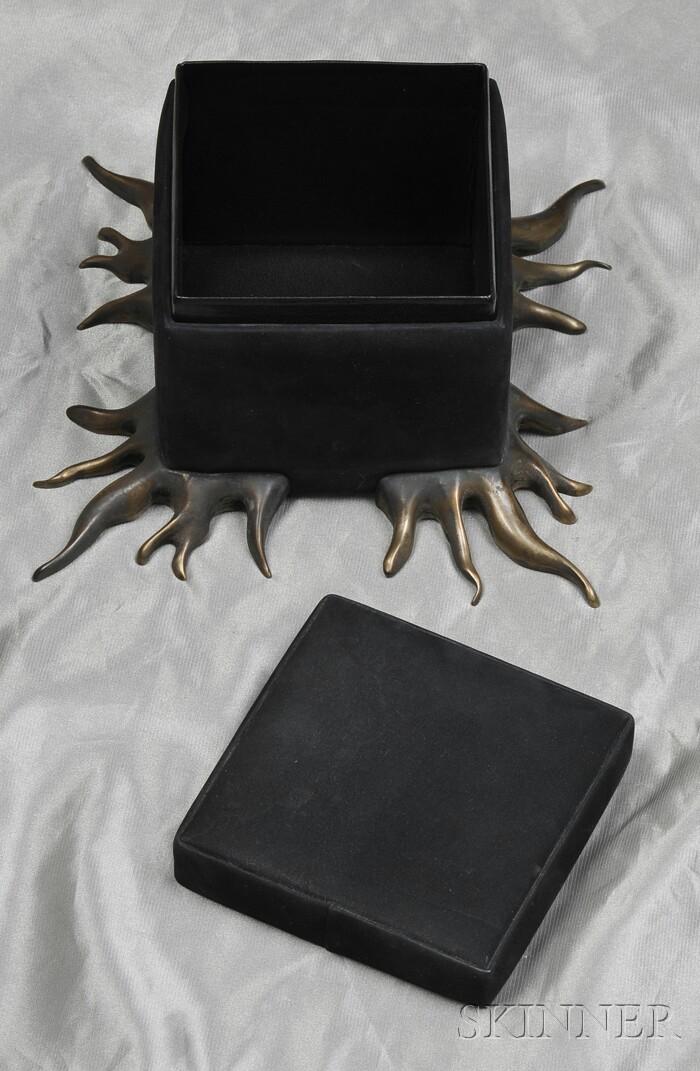 Footed Box, Robert Lee Morris