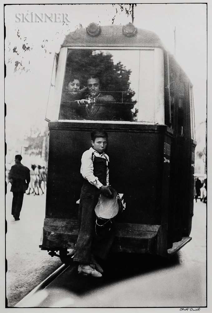 Elliott Erwitt (American, b. 1928)      Barcelona, Spain