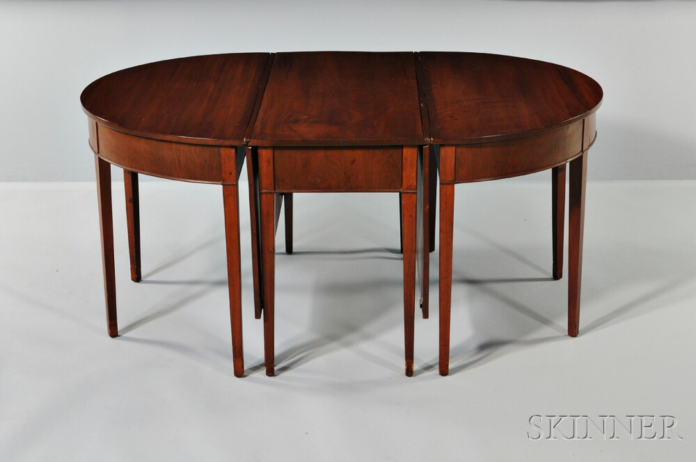 Hepplewhite-style Three-part Drop-leaf Mahogany Dining Table