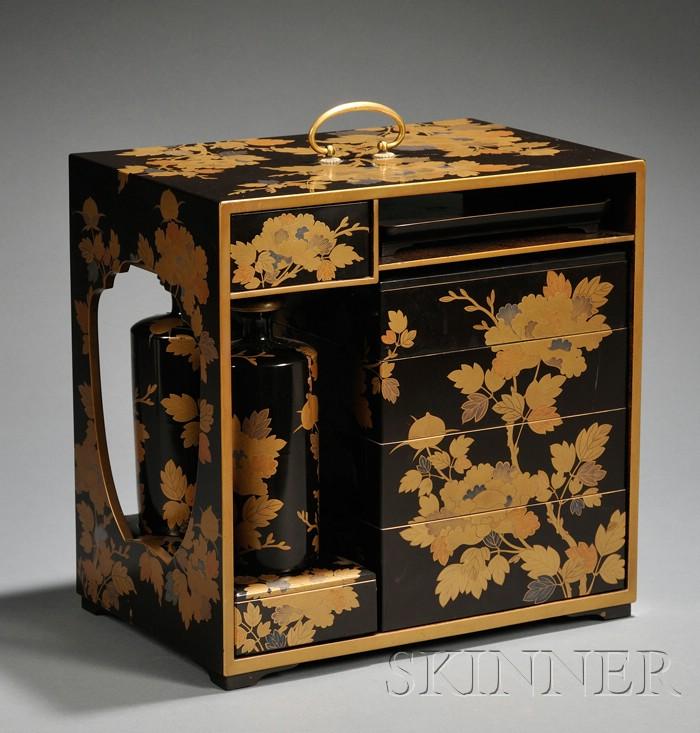 Gilt-lacquered Picnic Box