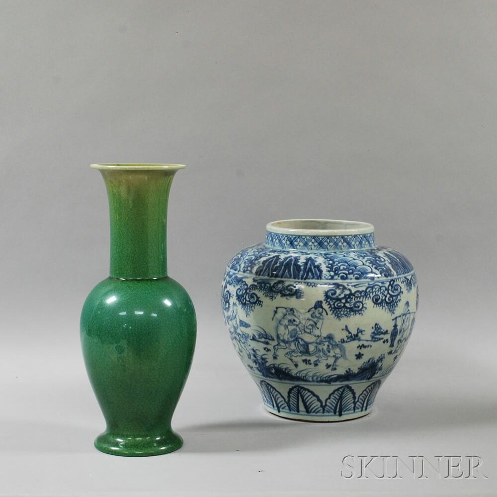 Green-glazed Lamp Vase and Blue and White Porcelain Guan Jar