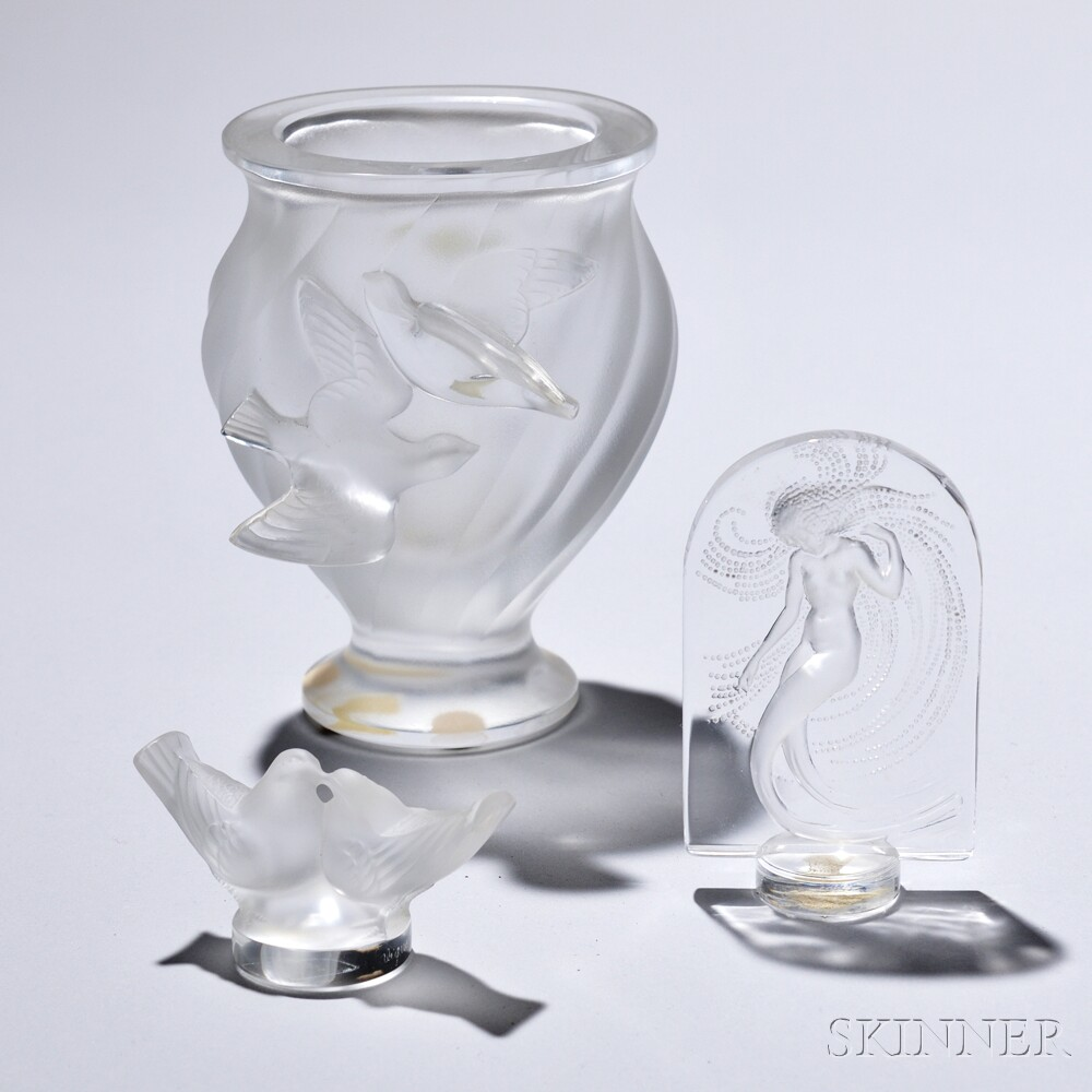 Lalique bird vase and two sculptures sale number 2912m lot lalique bird vase and two sculptures reviewsmspy