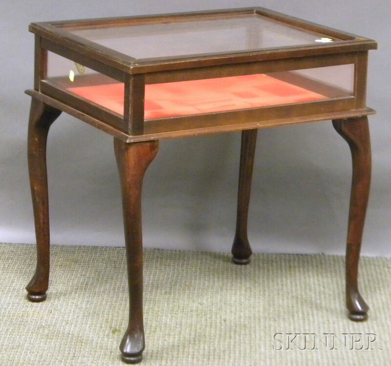 Queen anne style mahogany and glass vitrine table sale for Table vitrine