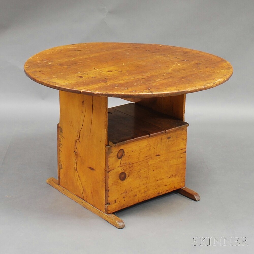 Pine Round-top Shoe-foot Hutch Table