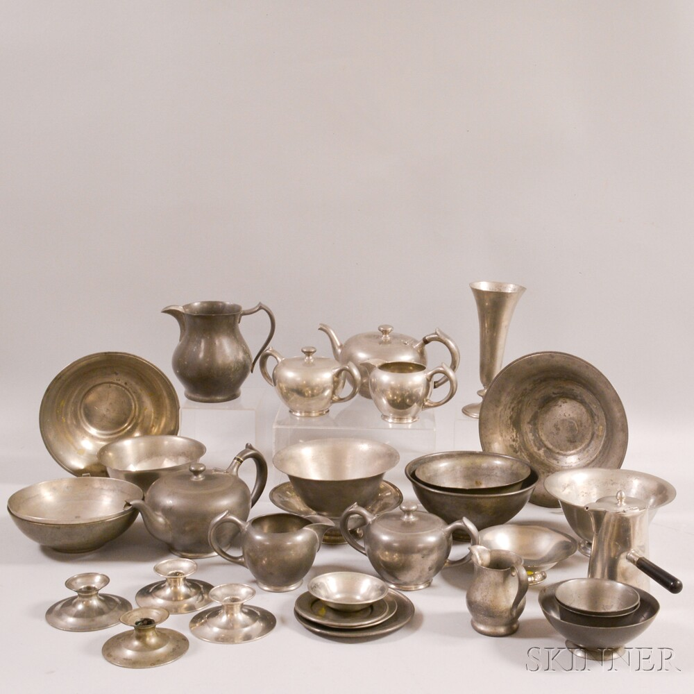 Merveilleux Thirty Two Pieces Of Lester H. Vaughan Pewter Tableware