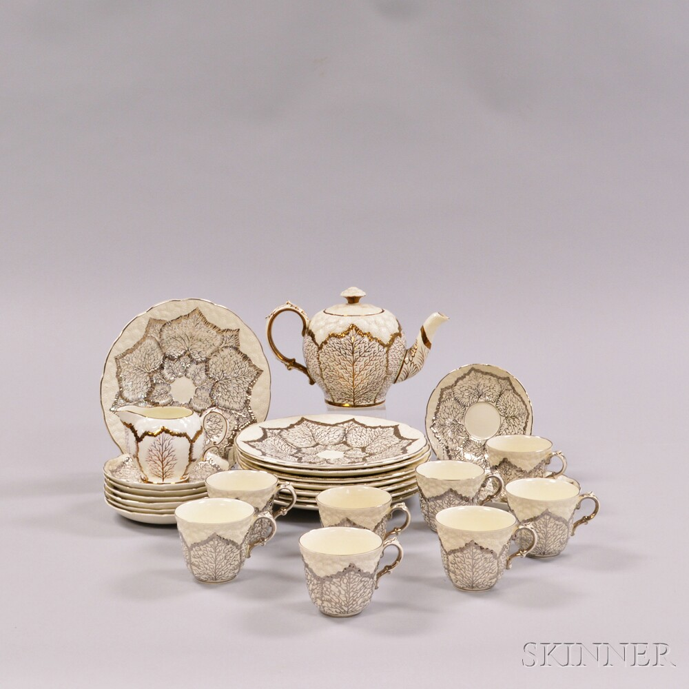 Twenty-six Wedgwood Queen's Ware Lustre-decorated Cauliflower Tableware Items