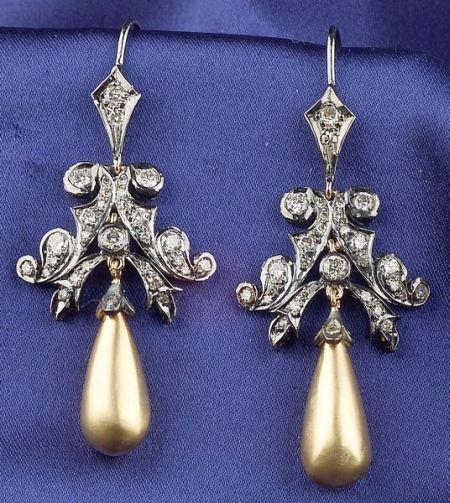 18kt Gold and Diamond Earpendants